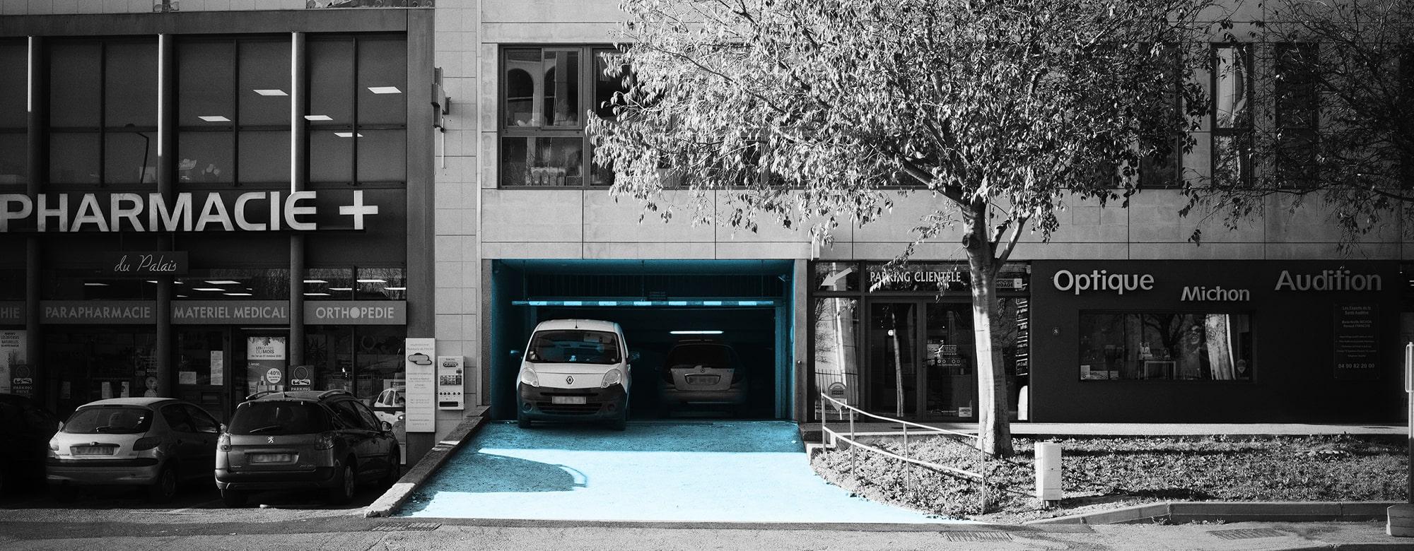 Entrée du parking du centre NHT Europe